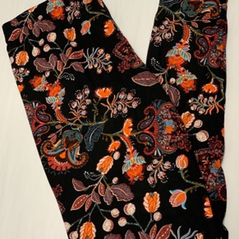 Ladies our Floral Print full length leggings are perfect for any occasion. These will go perfect with a tunic and pair of boots.<br /> 92% Polyester 8% Spandex<br /> Inseam 29""