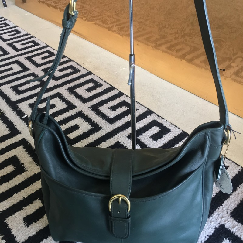 LIKE NEW Coach hobo-style tote bag. Deep forest green leather interior and exterior. Zero signs of use. No scuffs, rips, or staining. Gold hardware. AMAZING price for such an amazing bag. DON'T MISS OUT!