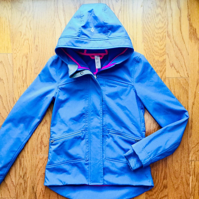 Ivivva Coat, Blue, Size: 10<br /> <br /> Light wear here and there but overall great condition<br /> <br /> <br /> ALL ONLINE SALES ARE FINAL. NO RETURNS OR EXCHANGES.