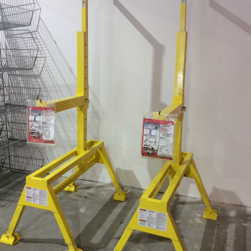 Qual-Craft Giraffe-Scaf Staging System. Up to 24' Spacing with Aluminum Planks (SOLD SEPARATELY). Platform Height to 6'. 2 People or 500Lb Capacity Between Any 2 Support Arms, 4:1 Safety Factor as Required by OSHA.<br /> <br /> *NEVER USED*