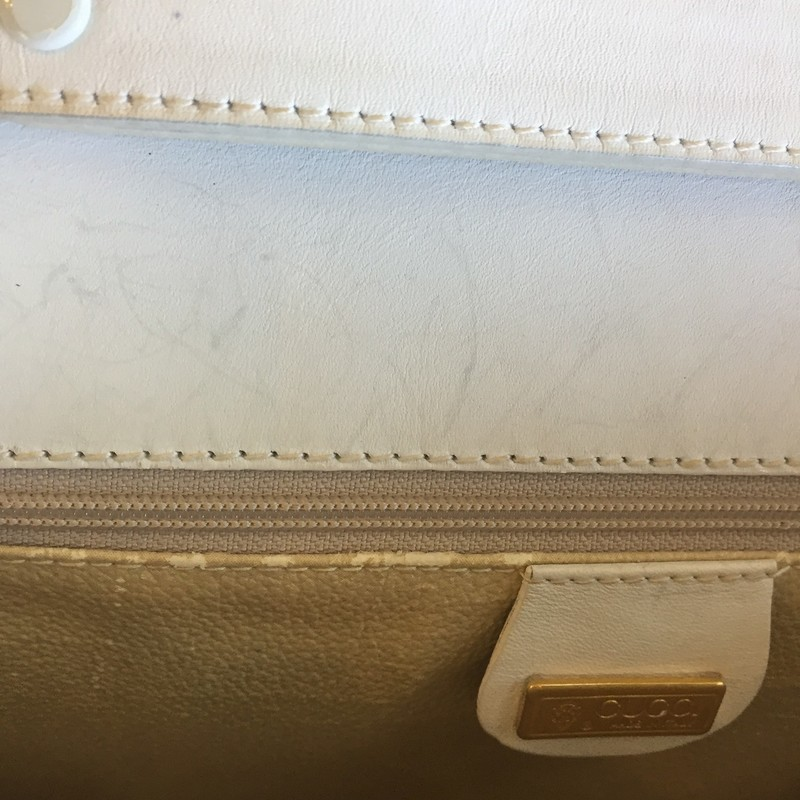 Gucci crossbody with white leather exterior with tan leather interior. Few signs of use, couple of exterior scuffs. Removable strap with a few interior scuffs. Comes with authentication papers! Retail: $1200 WILL NOT LAST!!!!
