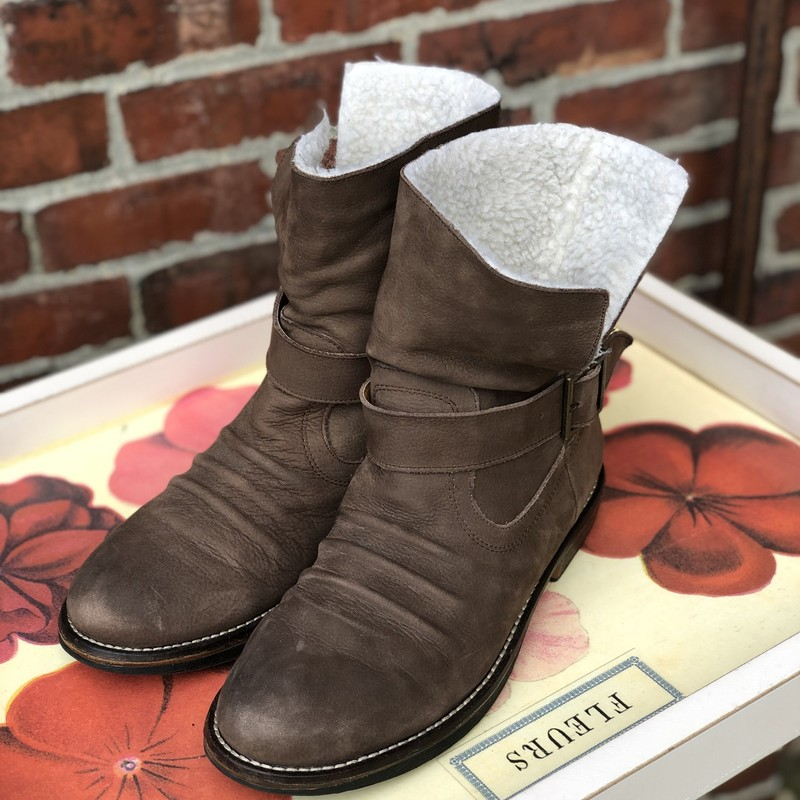 Kelsi Dagger, Brown Suede with sherpa lining, Size: 7.5