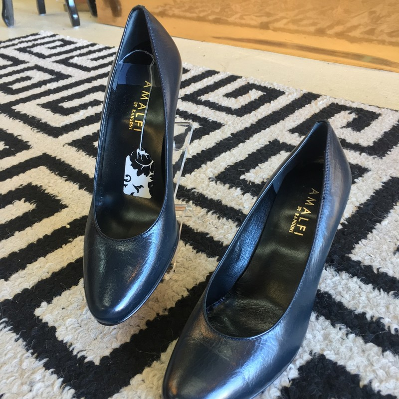 LIKE NEW Amalfi heels. Dark navy blue Italian leather. Like new, no exterior scuffs or markings. 3 inch heel. Size 6. Retail approx: $75.00