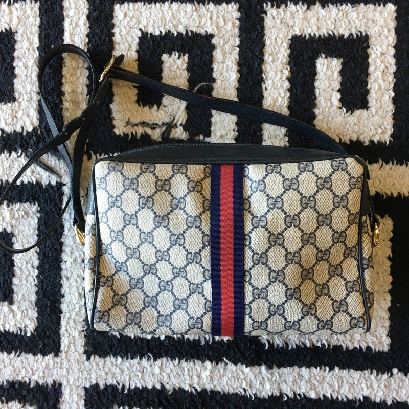 GORGEOUS Vintage Gucci crossbody! Navy and tan monogram leather with leather detail and navy and red stripe. Some peeling with interior leather. Adjustable strap. Retail approx: $1,500