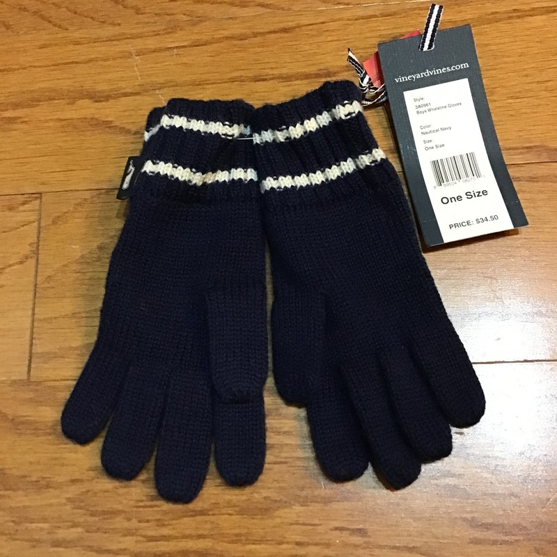 Vineyard Vines Gloves NEW, Navy, Size: 1sz<br /> <br /> <br /> BRAND NEW WITH $35 TAG<br /> <br /> <br /> ALL ONLINE SALES ARE FINAL. NO RETURNS OR EXCHANGES.