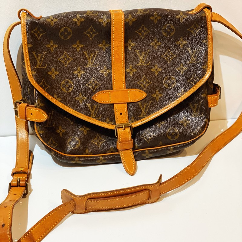 Louis Vuitton Crossbody, Mono, Size: Medium<br /> This Vintage LV in very good condition. Some darkening of strap. A wow bag!