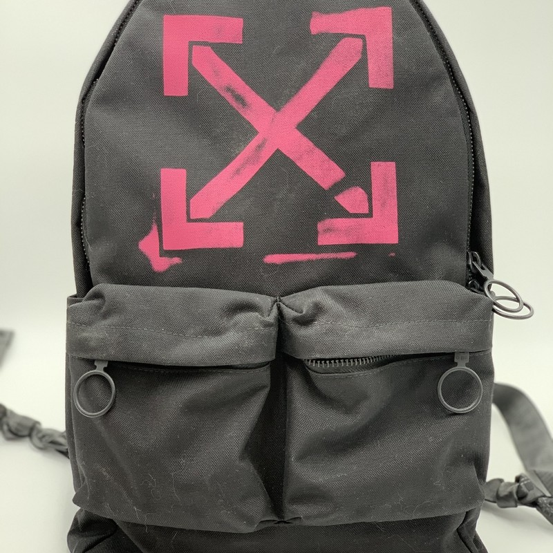 "Off-White Arrow Backpack, Black, Size: L<br /> <br /> condition: EXCELLENT. Like New.<br /> Dustbag included<br /> Estimated Retail: $620<br /> <br /> 19""H x 11.5""W x 4""D"
