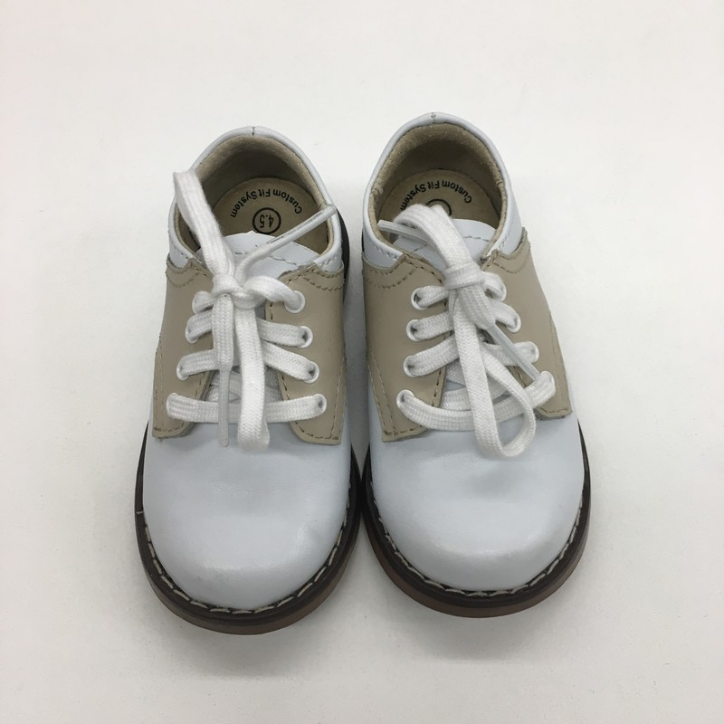 Size: 4.5 (Kids)<br /> Brand: Footmate<br /> $19.99<br /> <br /> Cross posted, items are located at #PipsqueakResaleBoutique, payments accepted: cash, paypal & credit cards. Any flaws will be described in the comments. More pictures available with link above. Local pick up available at the #VancouverMall, tax will be added (not included in price), shipping available (not included in price), item can be placed on hold with communication, message with any questions. Join Pipsqueak Resale - Online to see all the new items! Follow us on IG @pipsqueakresale & Thanks for looking!<br /> <br /> Due to the nature of consignment, any known flaws will be described; ALL SHIPPED SALES ARE FINAL. All items are currently located inside Pipsqueak Resale Boutique as a store front, items purchased on location before items are prepared for shipment will be refunded.<br /> <br /> #gentlyused #footmate #saddleshoes #whiteandtan #luxuryforless #sneakers #shoes #weship #resalerocks  #designerforless  #weshiptoyou  #consignmentstore #pipsqueakresale #reuserecycleresale #pipsqueak_boys_size4 #boys_size4 #boys_size_4