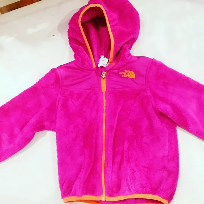 North Face Fleece Hood<br /> Dark Pink with orange trim<br /> <br /> Size: 3
