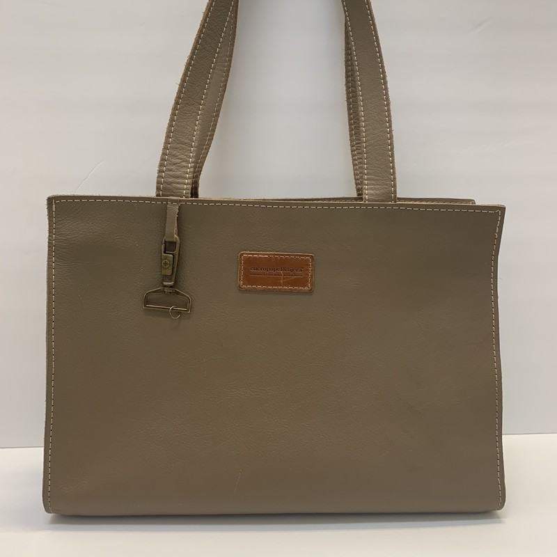 Cueropapel&tijera Bag<br /> Crafted in Costa Rica by Sofia Protti<br /> Taupe Leather