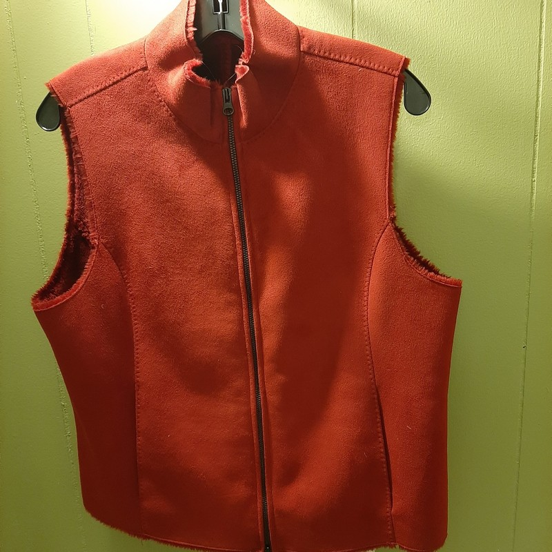 Real Clothes Brand super soft vest perfect for the holiday.<br /> <br /> The vest has 2 functional front pockets & a zip closure.<br /> <br /> Dry clean only.