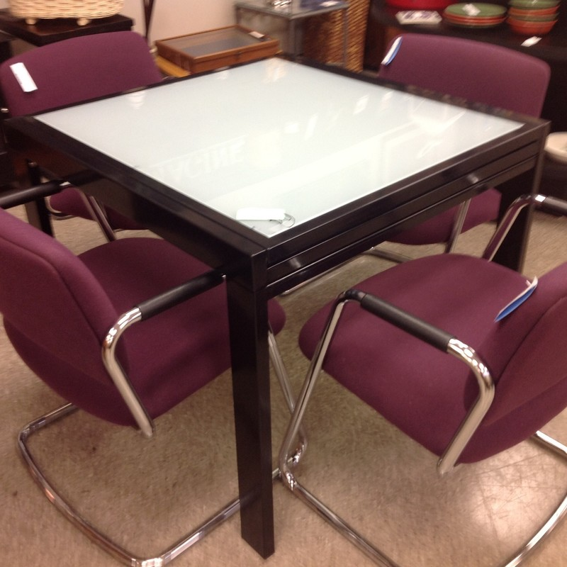 Extendable Glass Top Tabl, Silver, Size: 3 To 6 Ft