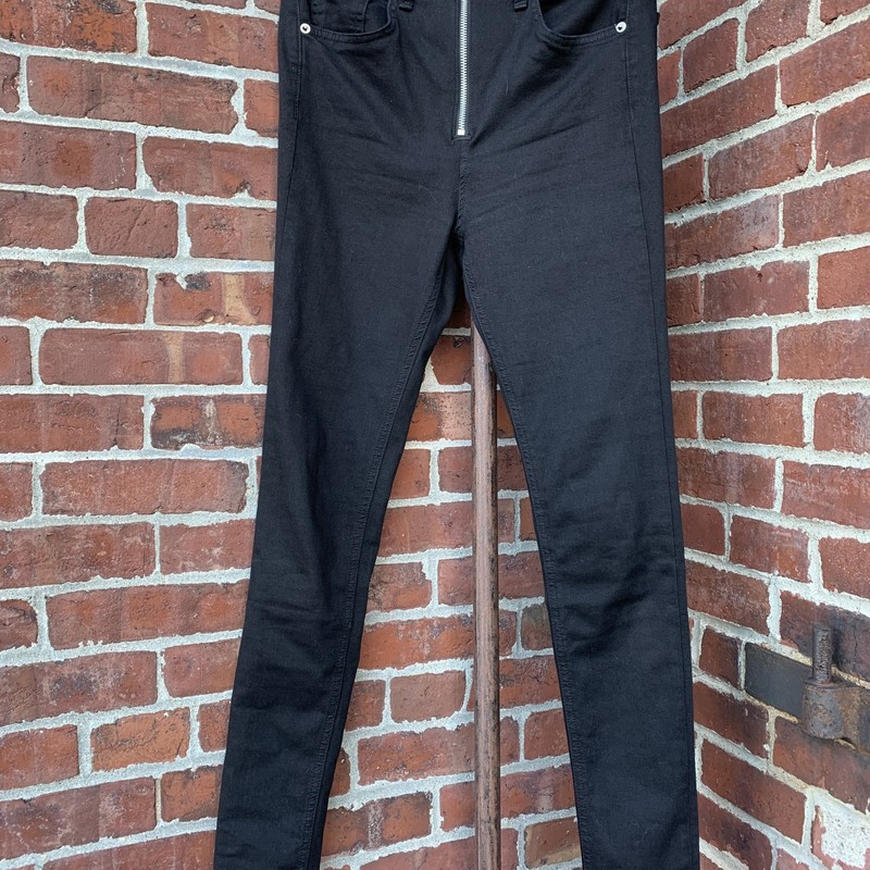 These black jeans from Rag & Bone are the perfect staple for any closet. Foregoing a button closure, the prominent silver zipper adds some extra flair to the look. Size 28.
