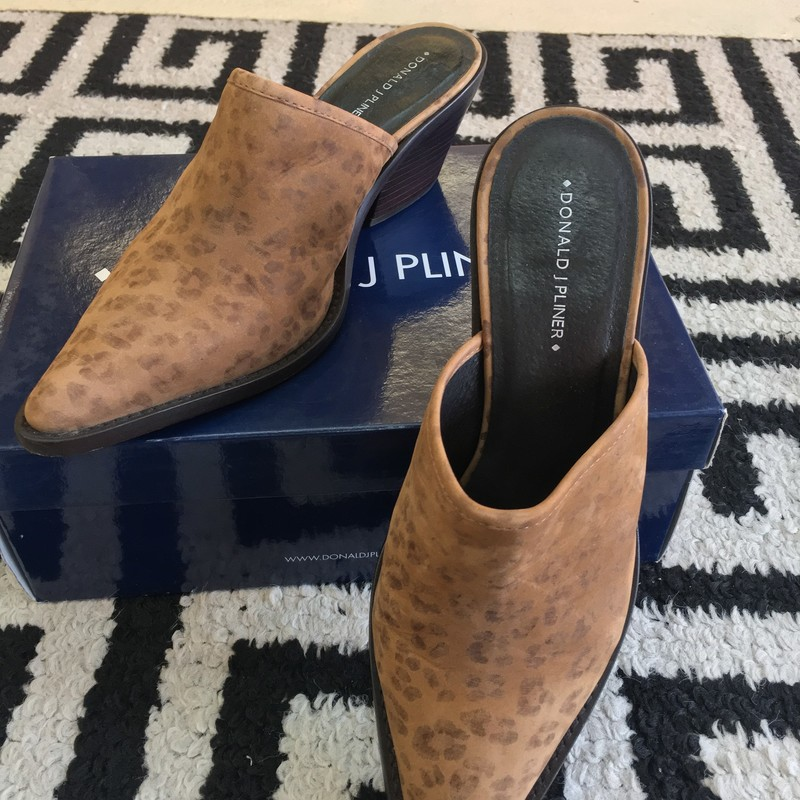 Gently used Donald J. Pliner slip on mule. Brown faded leopard suede. Size 9.5. Gently used, only mark are on bottom of sole from use. Includes box. Don't miss out on these!