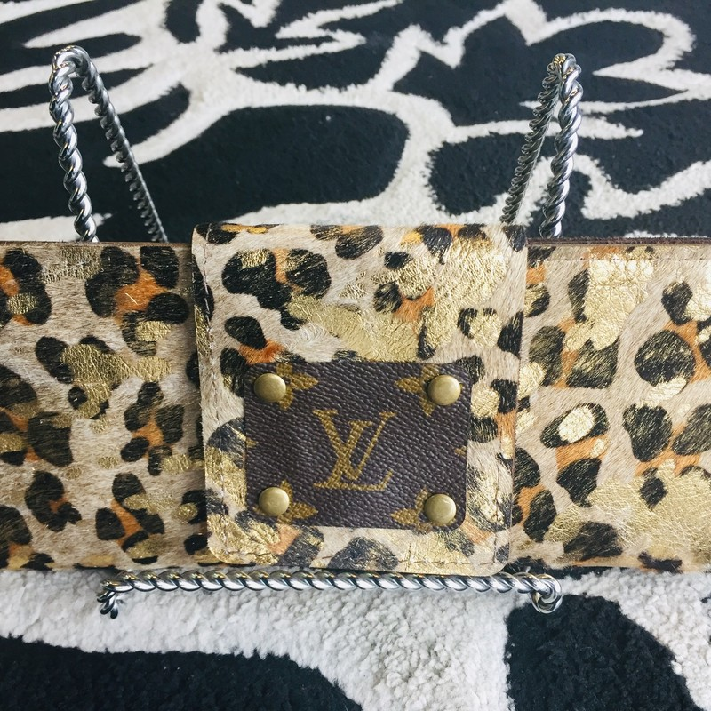 HANDMADE Louis Vuitton Clutch made with leather and animal print faux fur. Great size! This product is made from upcycled Louis Vuitton bags!! Custom order only! If purchased, this item will be handmade and shipped just for you! (Delivery may take 4-6 weeks.)