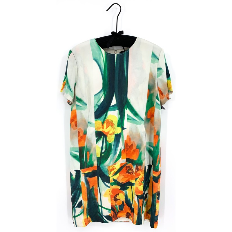 SALE<br /> <br /> - St John watercolor flower dress<br /> - Short sleeve<br /> - Size XL<br /> <br /> CHEST: 36 in<br /> WAIST: 43 in<br /> HIPS: 48 in<br /> SLEEVES: 8 in<br /> TOTAL: 37 in