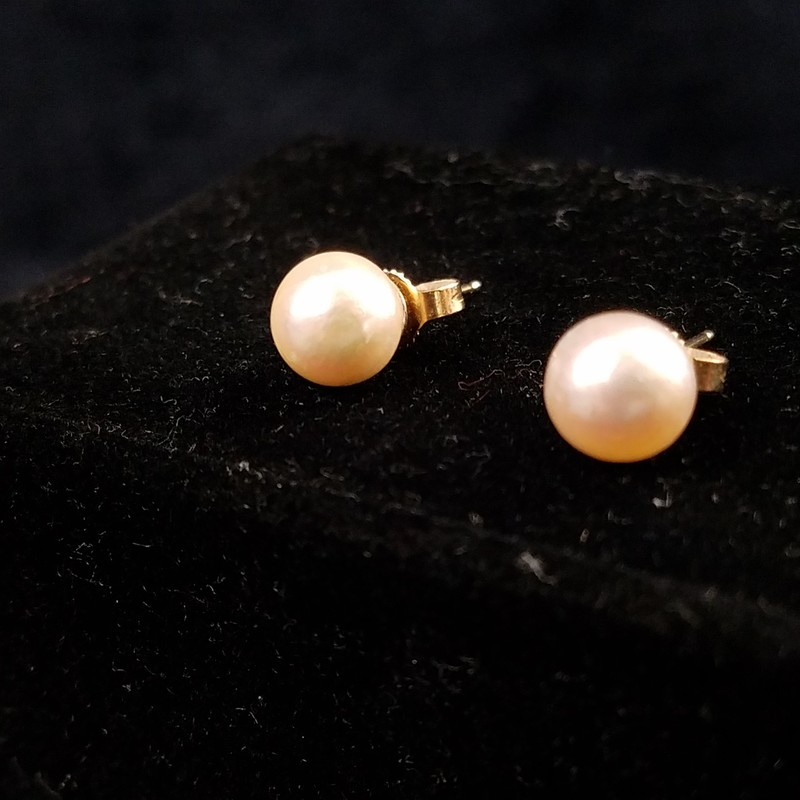 "Elegant Vintage Pearl Earrings - Stamped 14K on the posts of each earring.<br /> Solid gold.  Backs are also solid 14K  gold.<br /> Each pearl is approx. 1/4"" wide.  Straight posts with standard backs.  In excellent condition!<br /> EUC<br /> RARE FIND in this Condition"