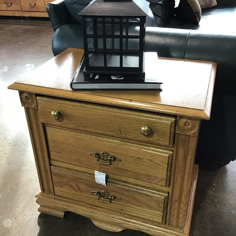 "Are you looking for some extra storage next to your sofa or chair? This oak table by Broyhill might just be perfect! It has 3 drawers and is in great shape!<br /> Dimensions are 24"" x 16"" x 24"""