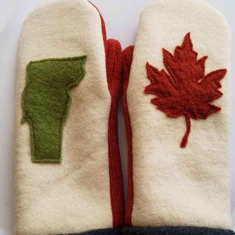 TWEED RIVER FARM<br /> MITTENS MADE FROM RECYCLED<br /> SWEATERS<br /> SIZE M<br /> MAPLELEAF & VERMONT