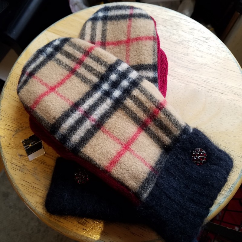 TWEED RIVER FARM MITTENS<br /> MADE FROM A RECYCLED BURBERRY<br /> SCARF.  LINED WITH A NON-PILL FLEECE<br /> SIZE LARGE<br /> CUFFED WITH VINTAGE BUTTONS