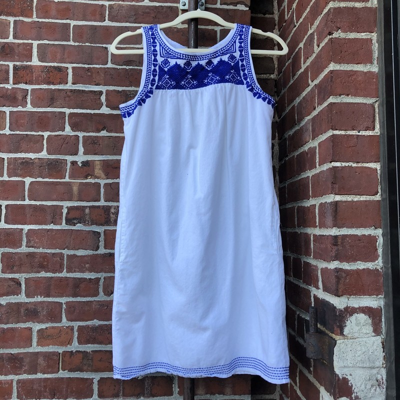 C&C, White with blue embroidered neckline and hemstitching.  Pockets  Size: Xs