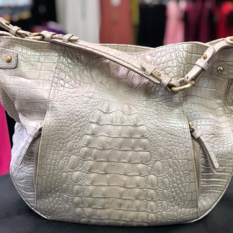 BRAHMIN, MoonSC, Size: Shoulder<br /> <br /> This Large Brahmin Shoulder Bag is SOLD as gently used.  There is signs of leather normal wear.  Very clean, no marks or stains. In great condition.