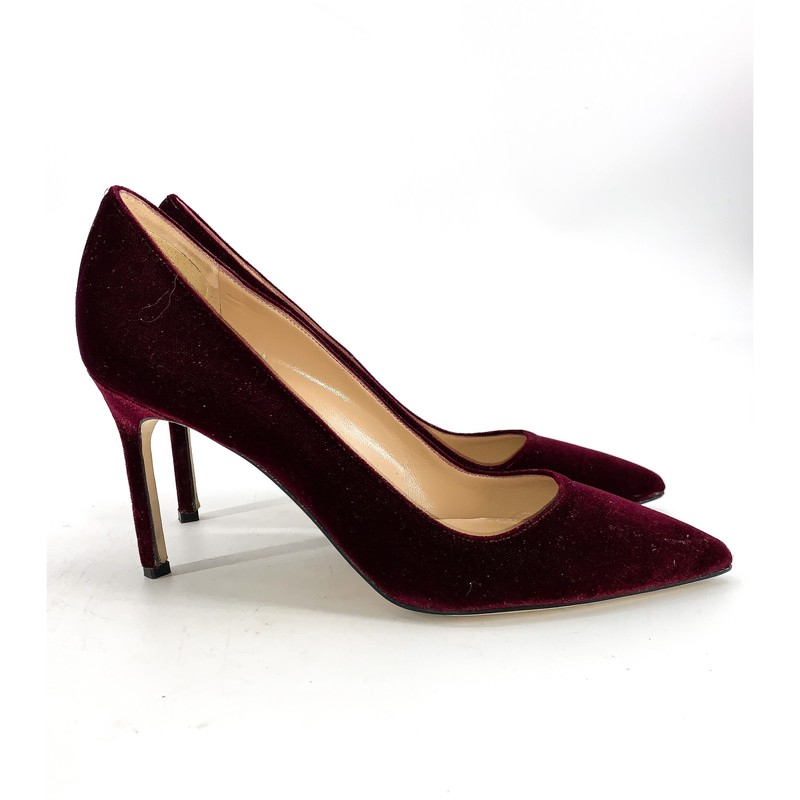 - Manolo Velvet suede wine colored pump heel<br /> - Size 9