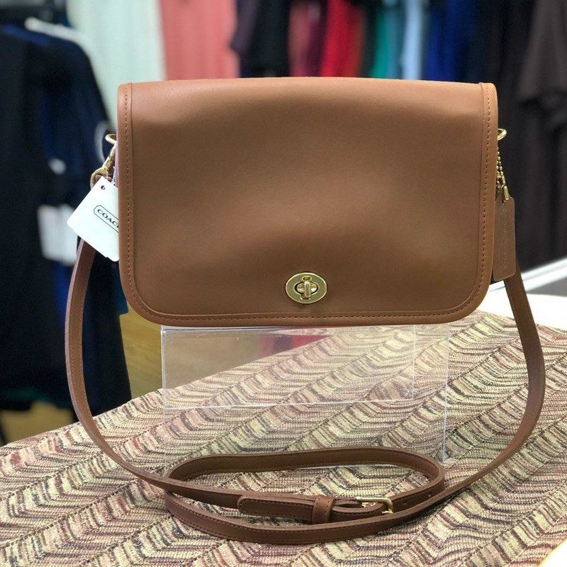 COACH (VINTAGE), Brown, Size: Authentic<br /> NEW with TAGS<br /> original retail price $136.00<br /> 100% leather with gold Hardware<br /> no marks, stains or scratches