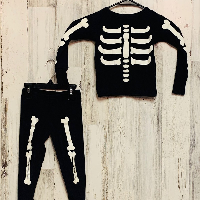 Oshkosh, Skeleton, Size: 3T