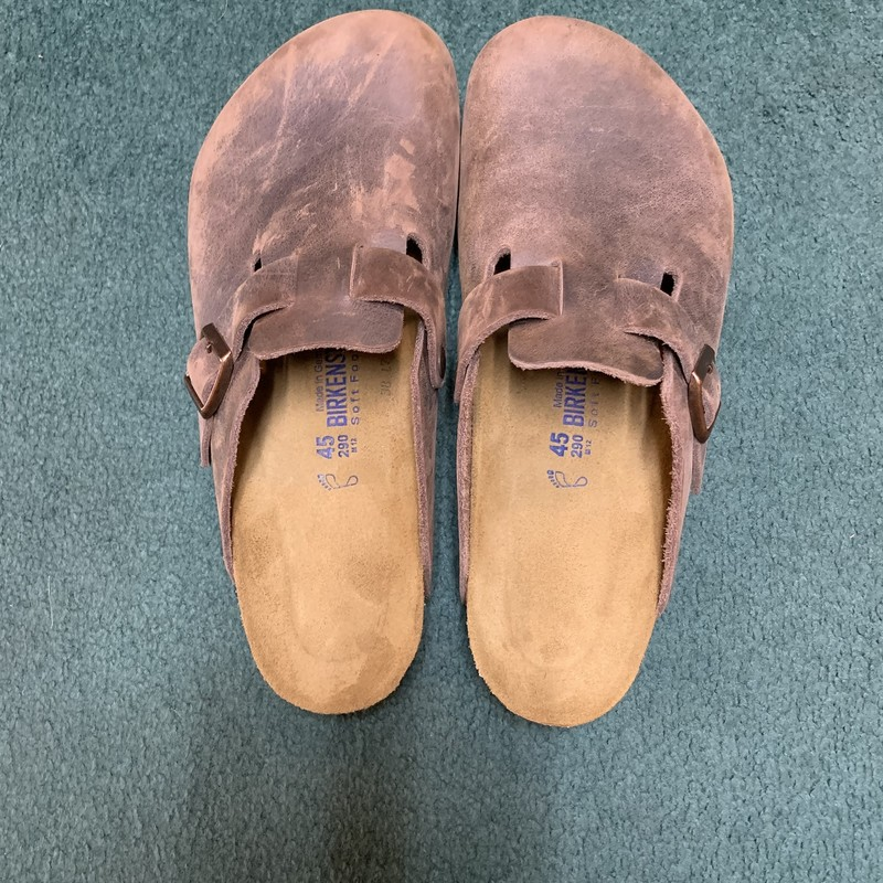 Birkenstock Clogs<br /> Color: Brown<br /> Size: 11.5<br /> Condition: Very good, very little wear on sole