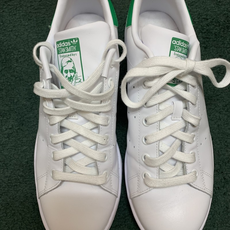 Stan Smith Adidas<br /> Color: White & green<br /> Size: 10<br /> Condition: Like New