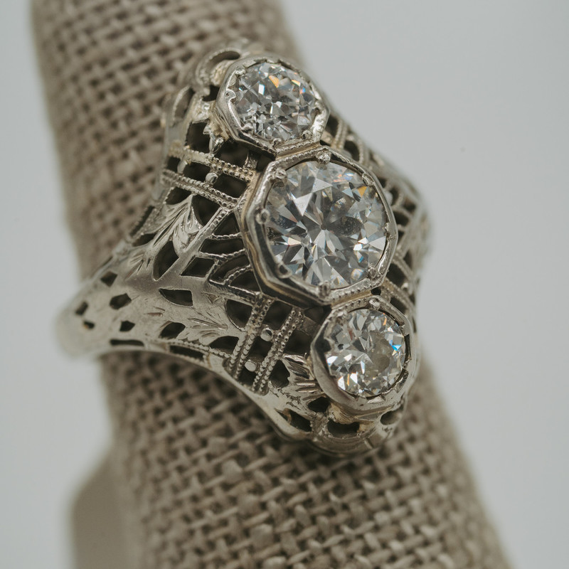 18K White Gold 1.25ctw diamond rinf  Art Deco, 1920's<br /> <br /> #artdeco #diamond #sapphire #vintage #antique #ring #whitegold