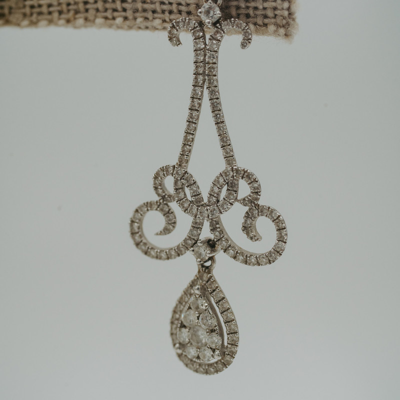 18k White Gold Diamond chandelier Earrings<br /> <br /> #gold #whitegold #dangle #earrings #consign #jewelry