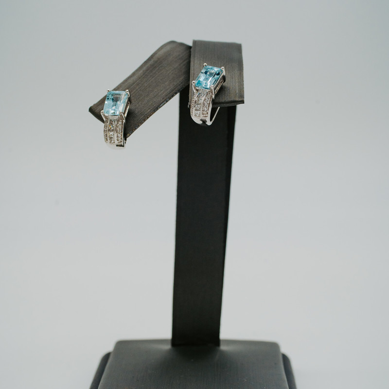 14k white gold 1.80CTW Aquamarine with .26ct Diamonds studs<br /> <br /> #earrings #stud #jewelry #birthstone #whitegold #aquamarine