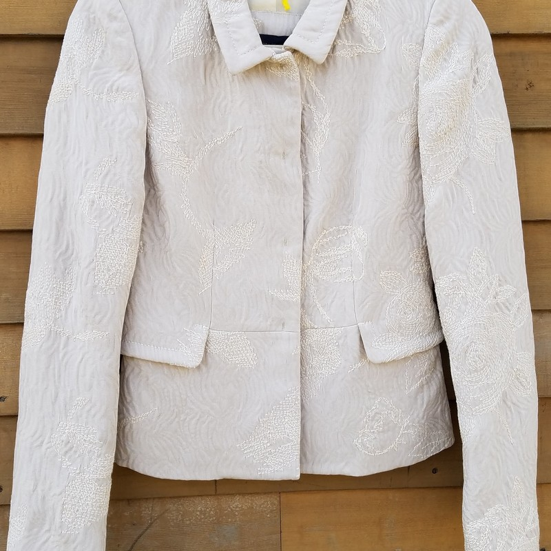 Piazza Sempione Blazer Floral Embroidery Jacquard Jacket Size Italy 38<br /> Off White Cropped Jacket<br /> EUC with the exception of one small blemish ~ see last picture<br /> New was $1400
