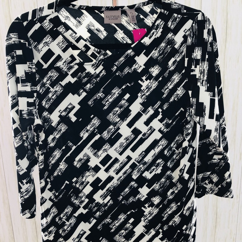 Geometric print with fun details. 3/4 sleeve. Comfy!