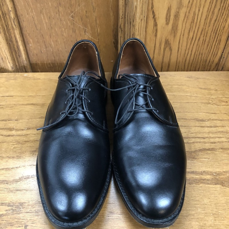 ** Allen Edmonds **<br /> Style: Kenilworth<br /> Color: Black<br /> Size: 8 - D<br /> Condition: Excellent, uppers in near perfect condition, very minor wear on soles