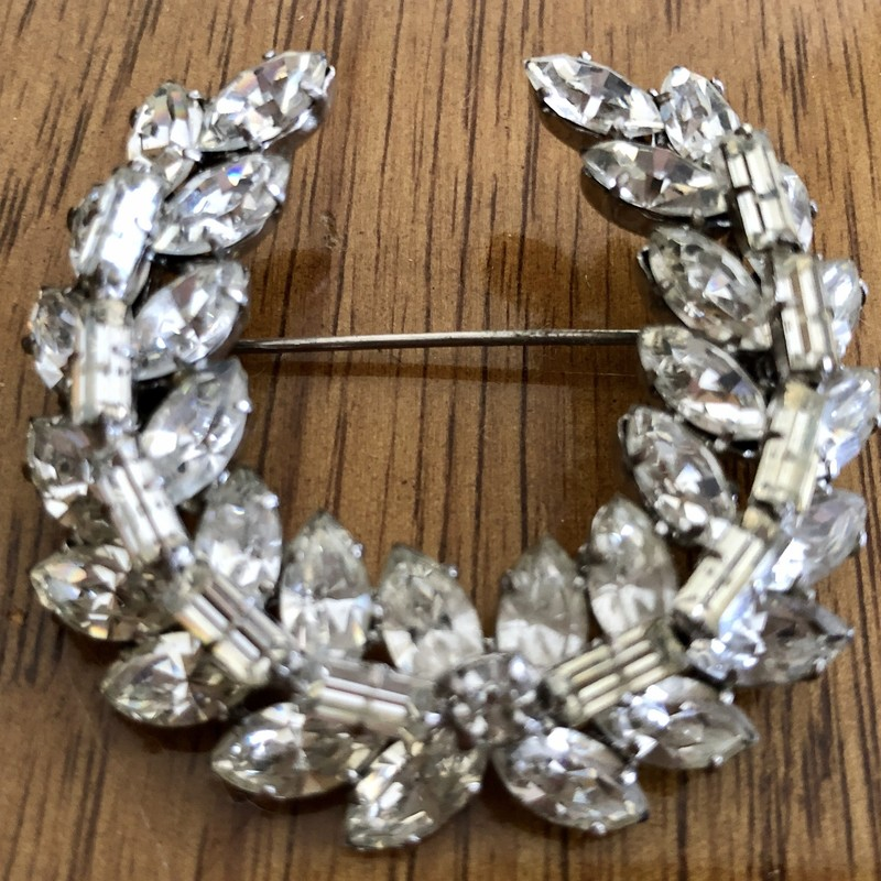 "Fabulous vintage c. 1950s Laurel Leaf clear Rhinestone Brooch. Cabochon leaves overlaid with baguettes. Unique and beautiful piece. Size: 2"" X 2"""