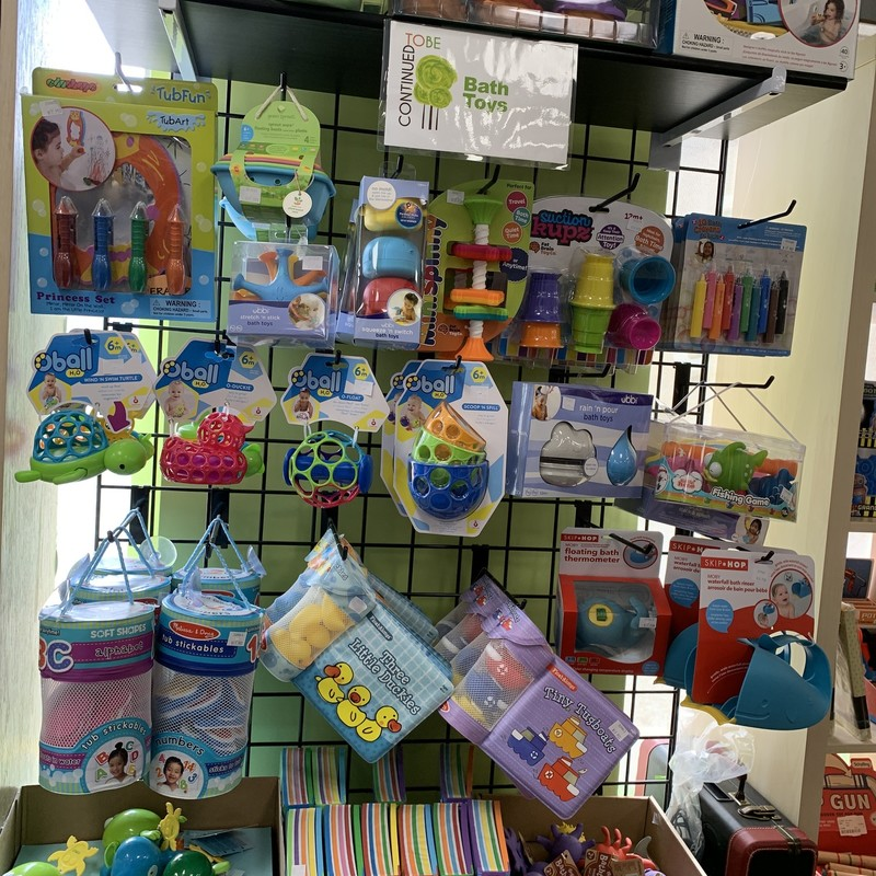 Variety Of Bath Toys/Book, Age 0+,  Bath Toys<br /> <br /> Lots of options for bath toys!<br /> <br /> Call 613-258-0166 to discuss selection and prices!