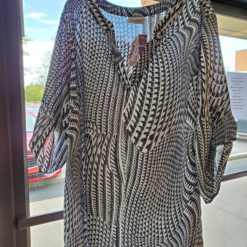 "Avenue NWT<br /> Black and white<br /> 30/32W<br /> 3/4"" sleeve"