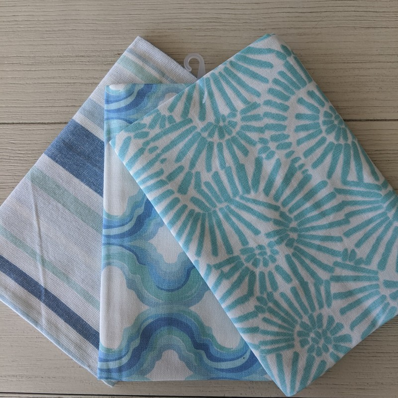 Set of 3 dish towels. 18in x 26in. 100% cotton.<br /> Featured at Be Kind Creative Designs
