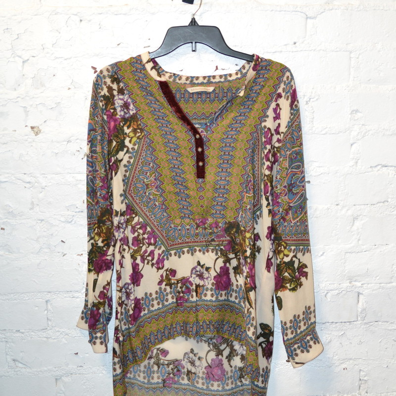 Floral pattern with velvet leading up to the collar.<br /> Tunic style<br /> Longer in the back than the front<br /> Size small