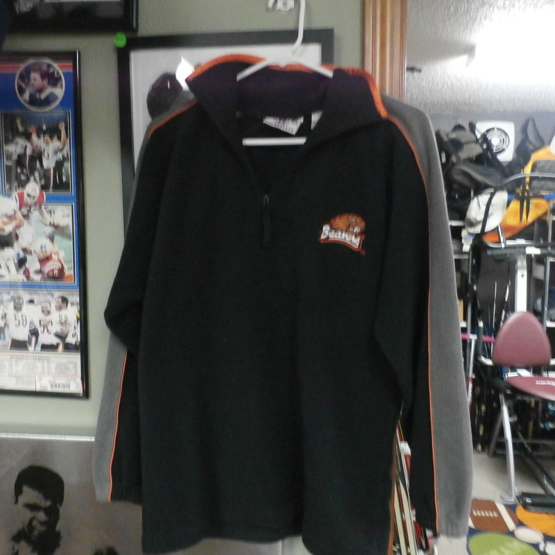 Genuine Stuff Collegiate oregon state beavers black Large 14-16 YOUTH #17030<br /> Rating:   (see below) 3- Good Condition<br /> Team:Oregon State Beavers<br /> Player: Team<br /> Brand: Genuine Stuff Collegiate<br /> Size: Large 14-16 - YOUTH (Measured Flat: Across chest 21.5&quot;, length 27&quot;)<br /> Measured flat: armpit to armpit; top of shoulder to the hem<br /> Color: Black<br /> Style: Fleece jacket<br /> Material: 100% Polyester<br /> Condition: - 3- Good Condition - Wrinkled; Slightly faded; minor pilling; fuzz on material; collar slightly misshapen<br /> Item #: 17030<br /> Shipping: $6.35