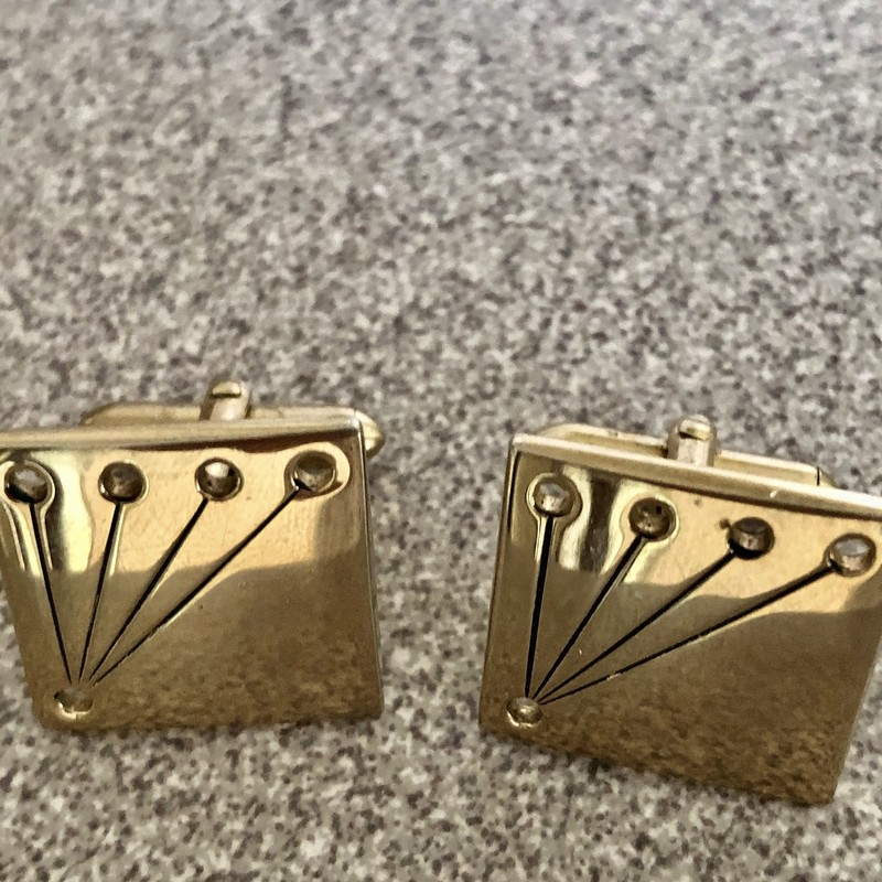 Vintage Swank Gold tone square cufflinks, c. 1950s. Size: .75""