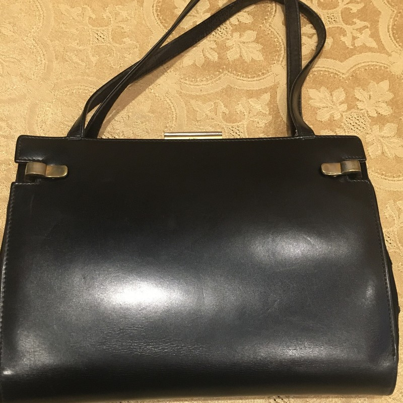 Gucci Vintage 2 In 1 Handbag, Blk, Size: M.  Unique handbag where the Brass clips release leather cover and the bag turns into a satin evening bag.  Good condition considering the age of it.  Definately a conversation piece and a good piece for the Vintage collector.