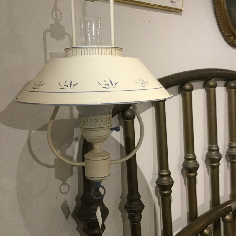 Hanging Cottage Lamp.