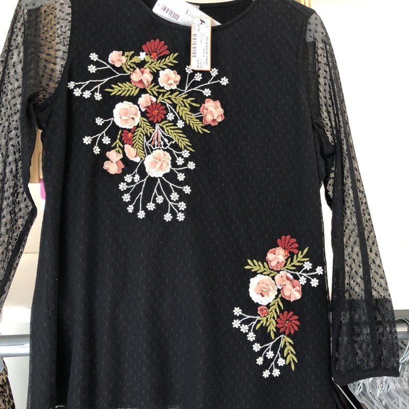 Chicos NWT Textured Embroidery Popover. Size 1 Floral Embroidered Top 3/4 Sleeve Pattern  Black.<br /> Retailed $99.  Our price $29.99