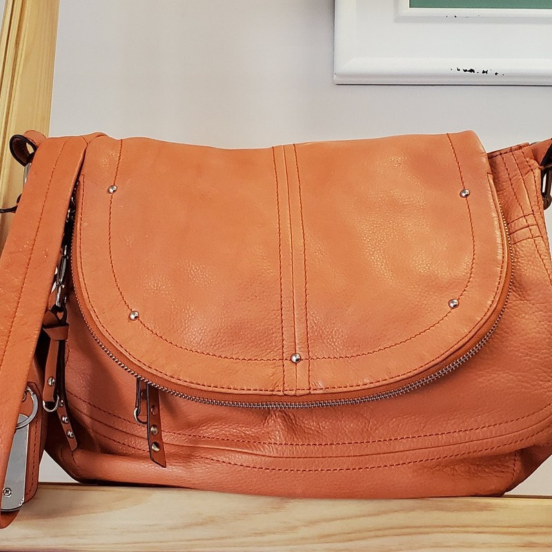 B Makowsky Cynthia Messenger Handbag<br /> Orange Sherbet<br /> 100% Leather Crossbody<br /> Very Gently Used