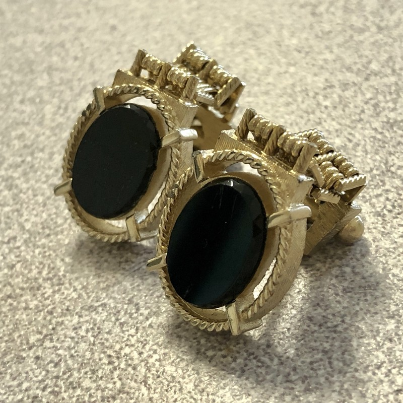 Vintage Swank Goldtone Mesh Wrap Cufflinks with black stone. c. 1960s. Will be shipped in gift box.