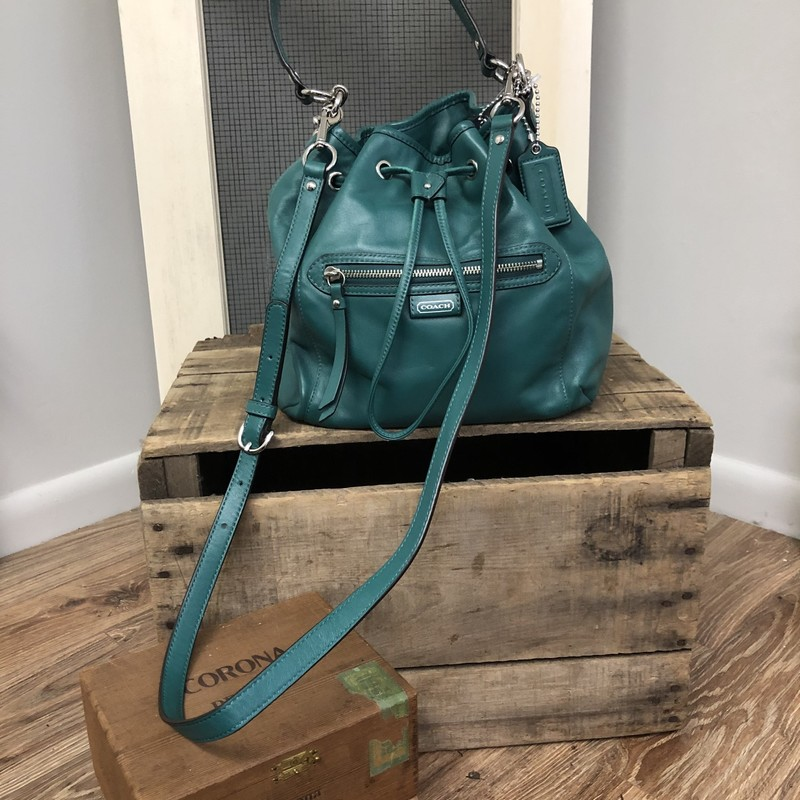 Crossbody Coach, Green, Size: 10.5 x 5 x 10<br /> <br /> Item is for PICK UP  only.  If you need shipped please email us BEFORE purchase.<br /> Item includes 7% PA Sales Tax
